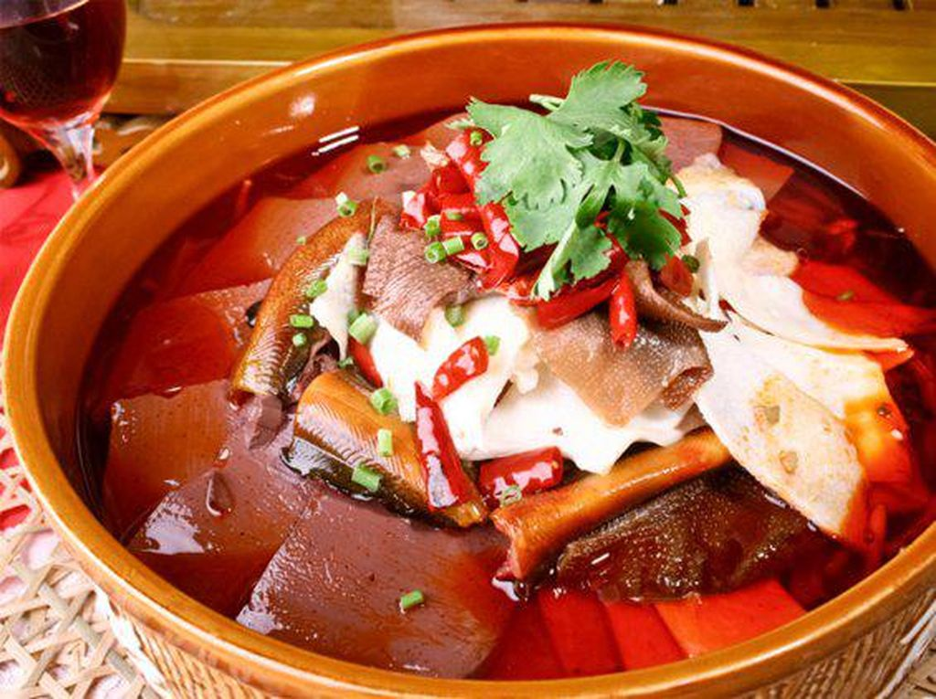 Kalau Berani, Lihat Nih 15 Makanan yang Dicampur Darah Aneka Hewan!