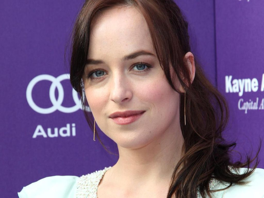 Foto-Foto Menawan Dakota Johnson, Si Cantik Bintang Fifty Shades of Grey