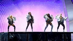 Video Aksi Keren Ed Sheeran Cs di Panggung MTV VMA 2017