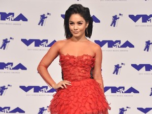 Red Hot! Vanessa Hudgens Mempesona di MTV VMA 2017
