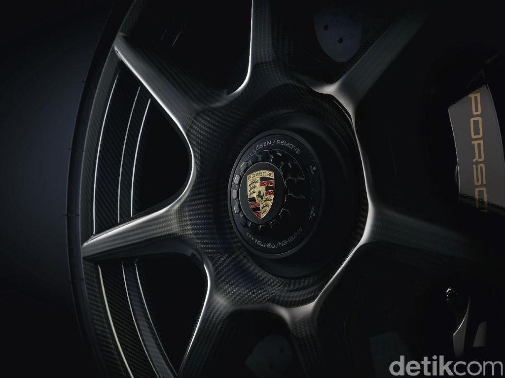 Begini Cara Porsche Merajut Peleknya
