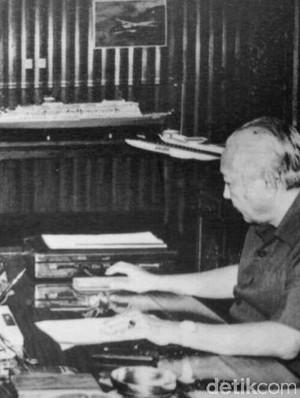 Kisah Soeharto Mengaku Salah Kepada Si Raja Intel Benny Moerdani