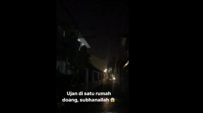 Aneh, Hujan Ini Cuma Guyur Satu Rumah di Tebet, Jakarta Selatan