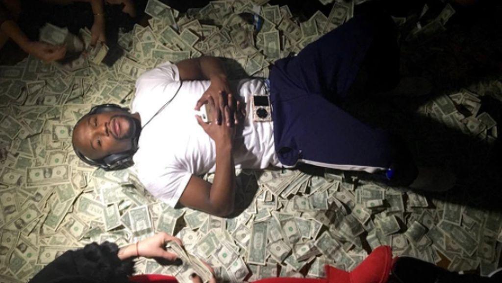 Pamer Kemewahan Mayweather di Medsos Bikin Terpana