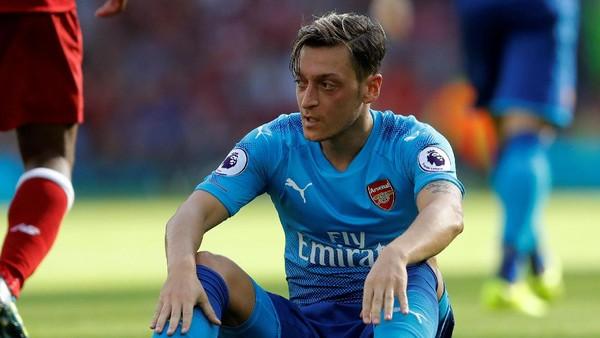 Arsenal Kalah Telak dari Liverpool, Oezil Minta Maaf