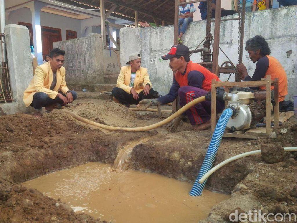 Cegah Krisis Air, Mahasiswa di Garut Bangun Sumur Bor untuk Warga