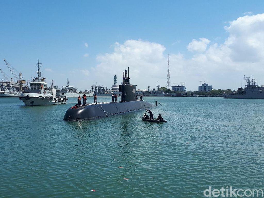 Kapal Selam Baru Milik TNI AL Tiba di Surabaya