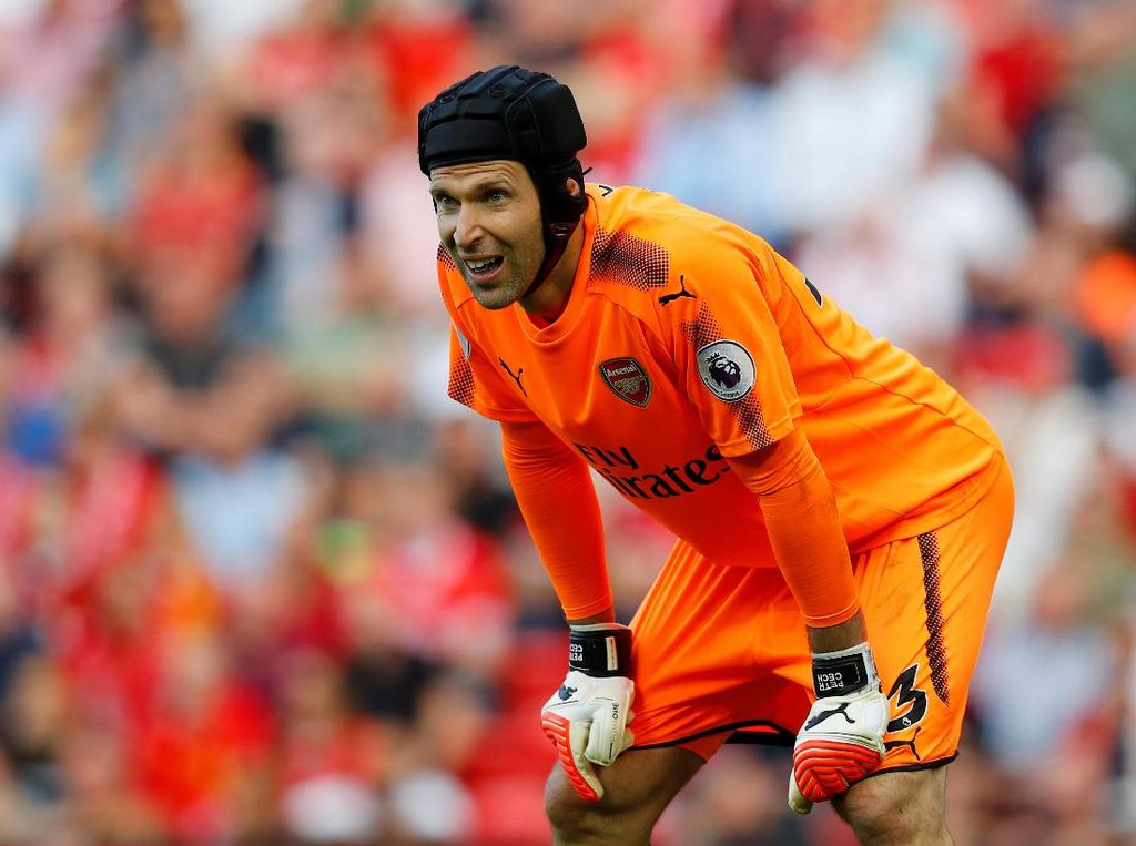 Hap! Hap! Lincahnya Tangan Petr Cech Saat Latihan Menggunakan Bola Pingpong