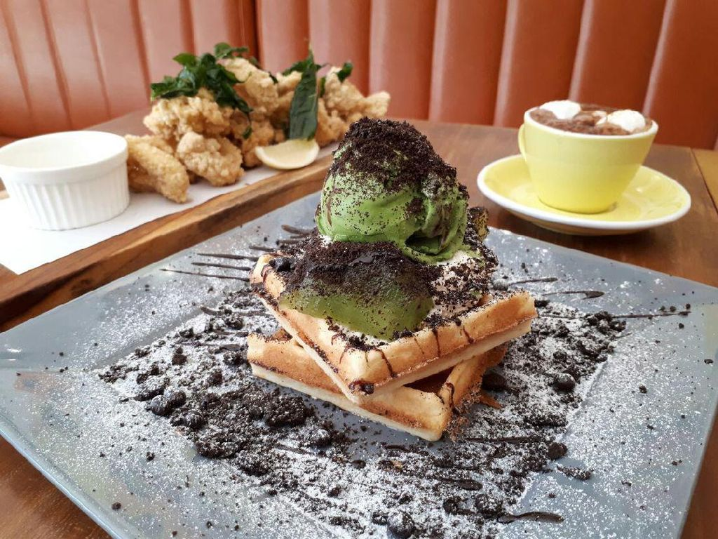 Please Please Please: Empuk Legit Waffle The Green Rocket dan Choco Mallow di Kafe Kekinian