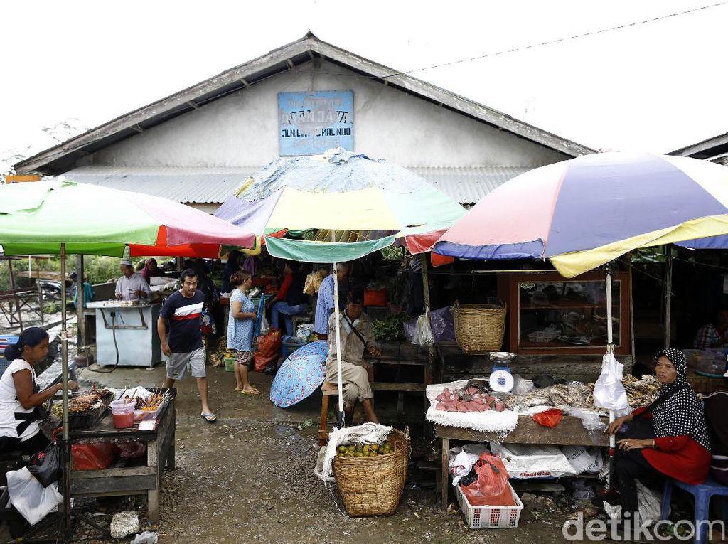 Berbelanja dengan Dua Mata Uang di Pasar Tradisional Entikong