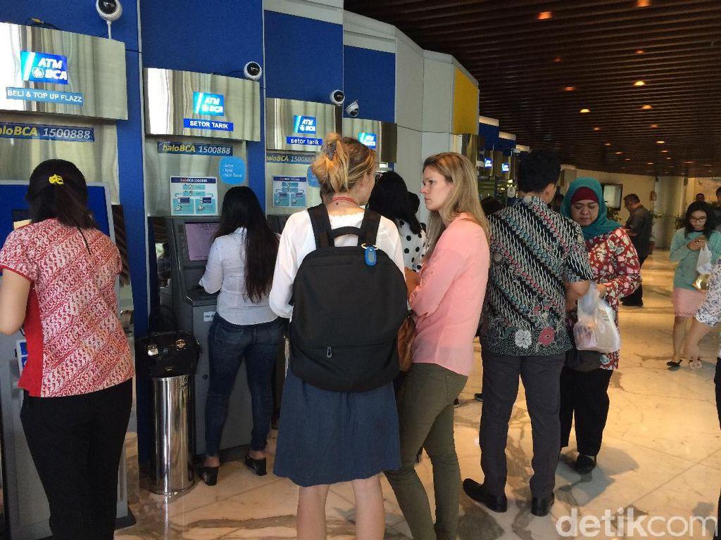 Dari 5.700, Sudah 2.044 Unit Mesin ATM BCA yang Kembali Online