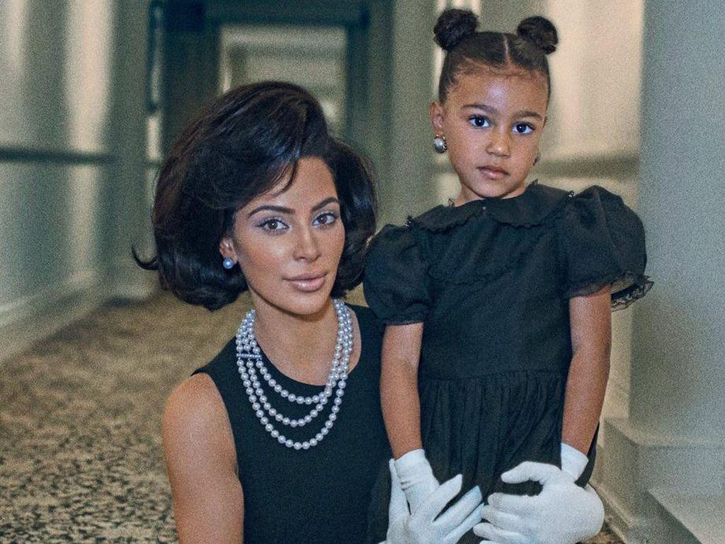 Kim Kardashian Juragan Kosmetik, Kanye West Larang Anak Berias