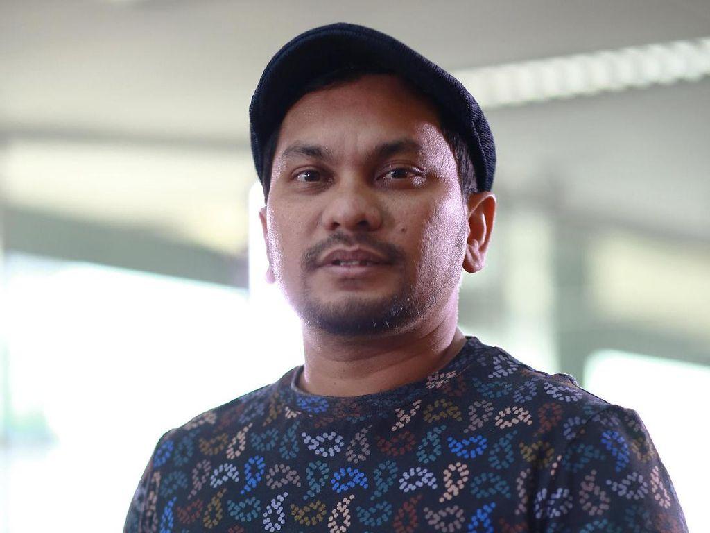 Tompi Pajang Ekspresi Lihat Orang Tua Gebrak Meja, Sindir Prabowo?