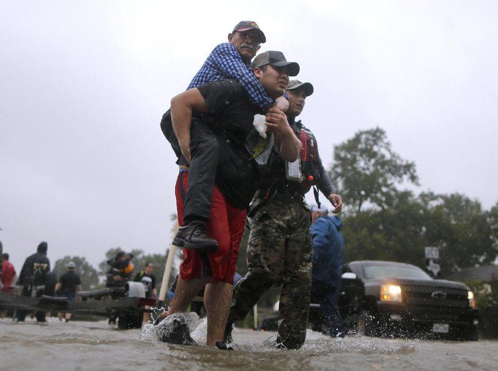 Potret Warga Texas yang Dilanda Banjir Akibat Badai Harvey