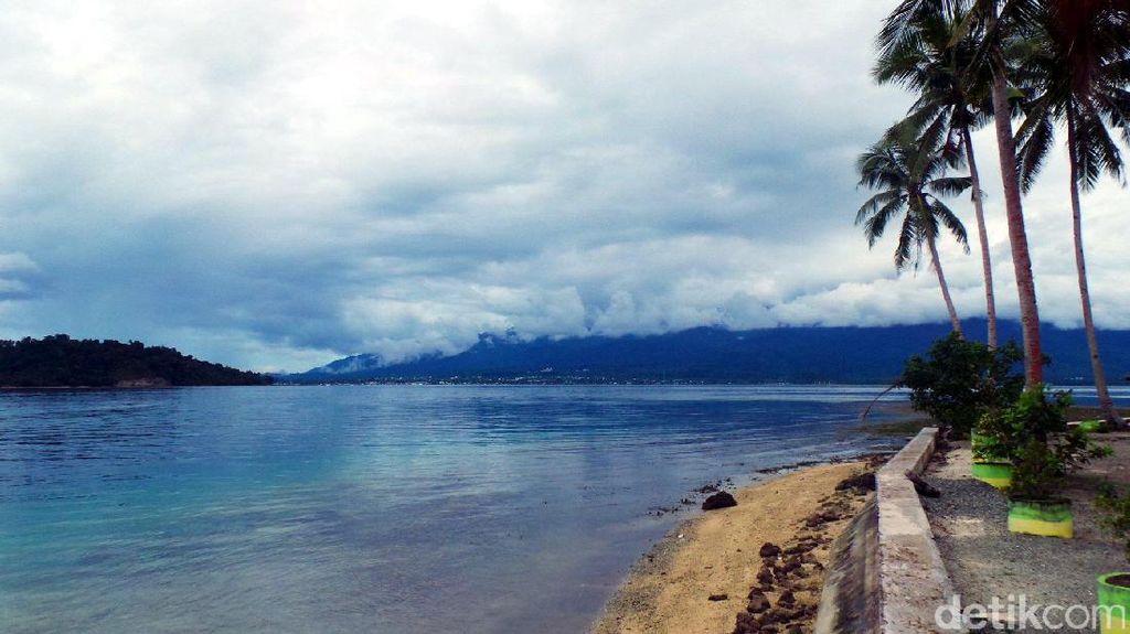 Foto: Main Air Sampai Puas di Pulau Nusa Ra