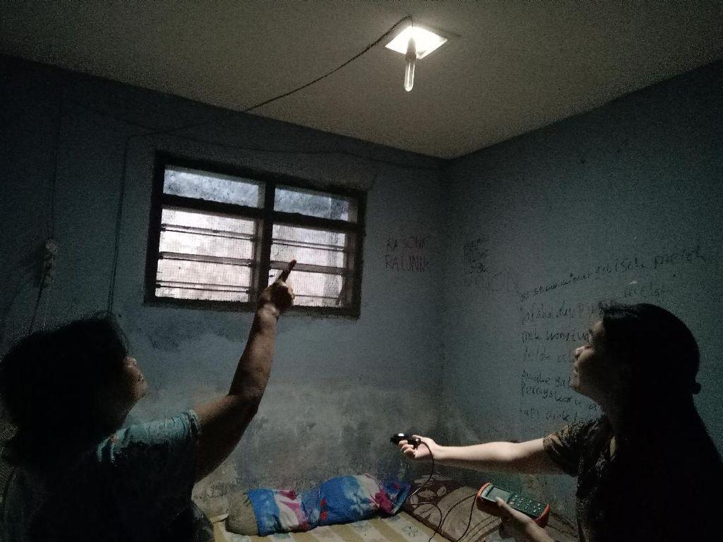 Tagihan Listrik Turun Setelah Dua Rumah ini Dipasang Light Pipe