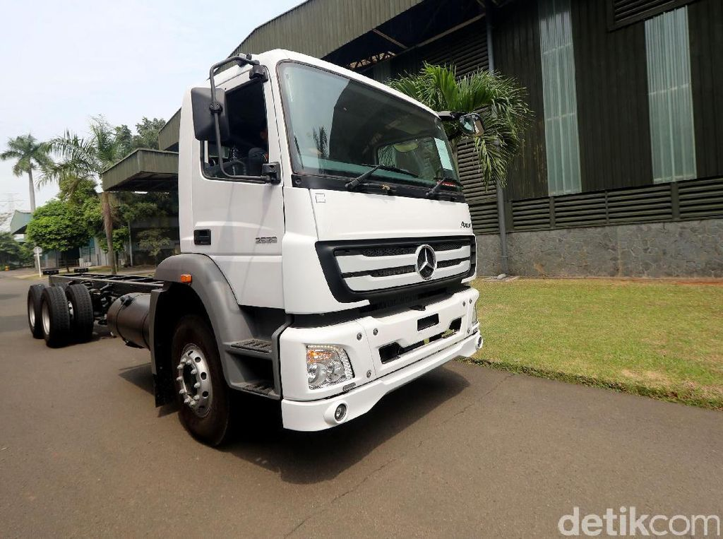 Ada Proyek Infrastruktur Jokowi, Truk-truk Daimler Laris Manis