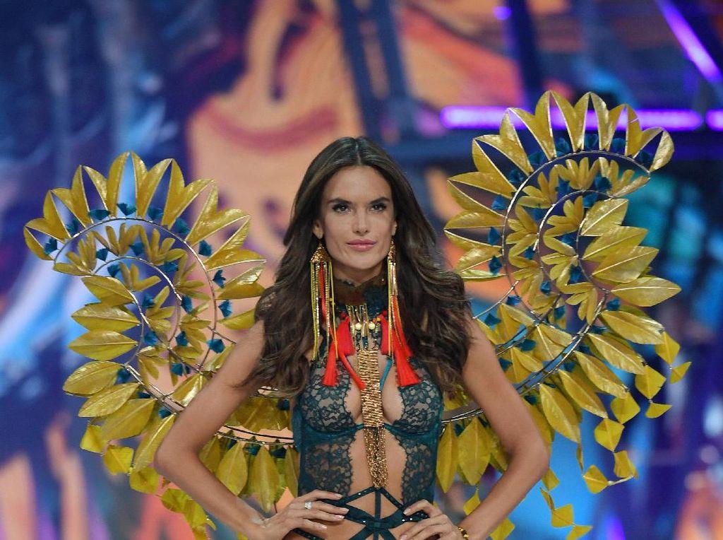 Curhat Alessandra Ambrosio Soal Pensiun dari Victorias Secret