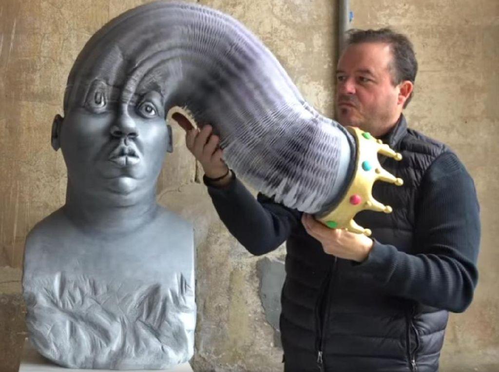 Keren Banget! Seniman Ini Bikin Patung Kertas yang Bisa Memanjang