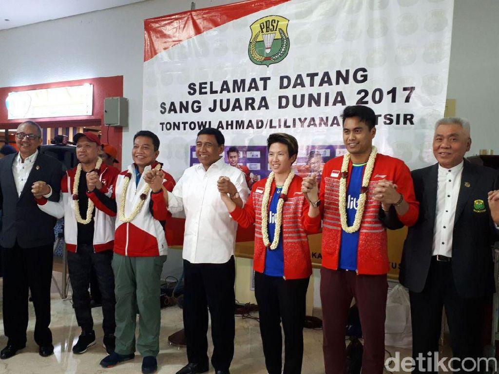 Bawa Satu Gelar Juara Dunia, Tontowi/Liliyana cs Tiba di Indonesia