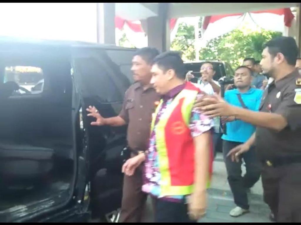 Diduga Korupsi Dana BOS, Pejabat Lamongan ini Ditahan