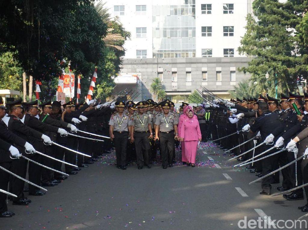 Wisuda 145 Purnawirawan, Kapolda Metro Jaya: Tetap Berkontribusi