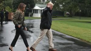 Kunjungi Lokasi Badai Harvey, Melania Trump Pakai Stiletto