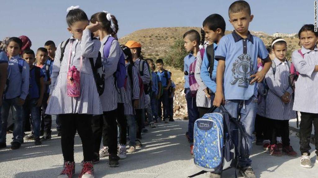 Tanpa Gedung, Begini Perjuangan Anak-anak Palestina untuk Sekolah