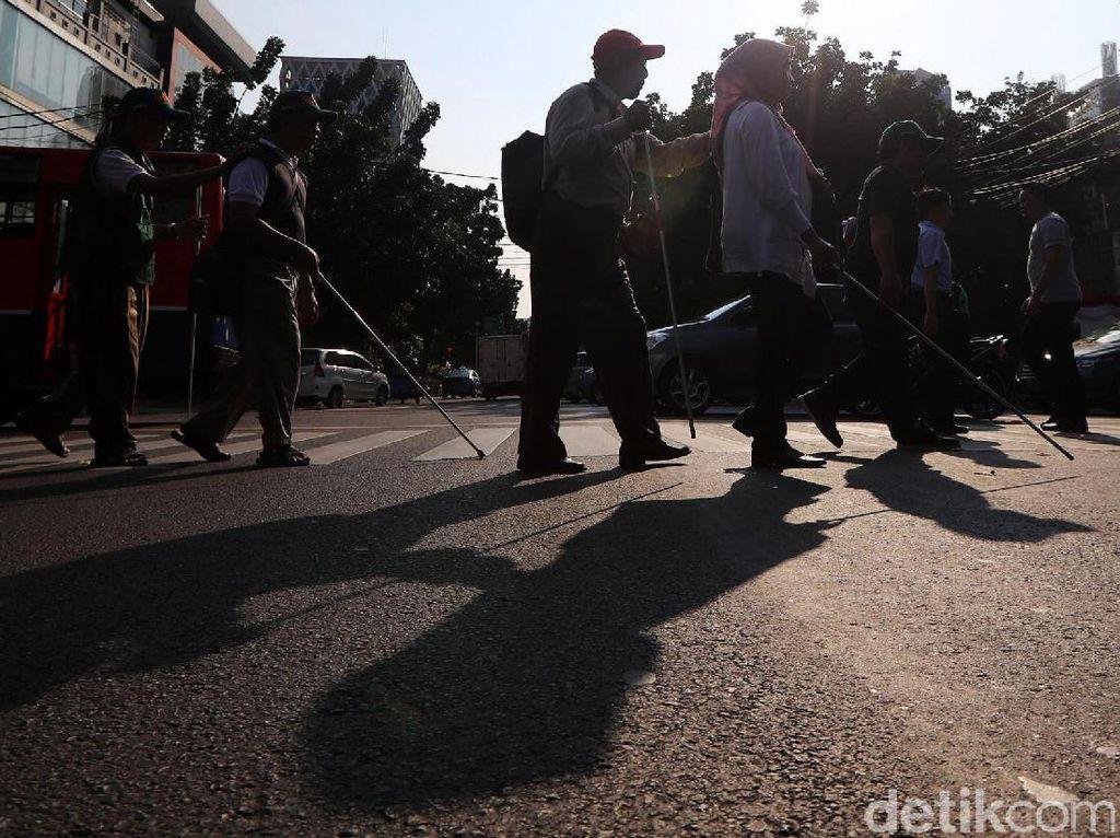 Memantau Jalur Pedestrian agar Ramah bagi Disabilitas