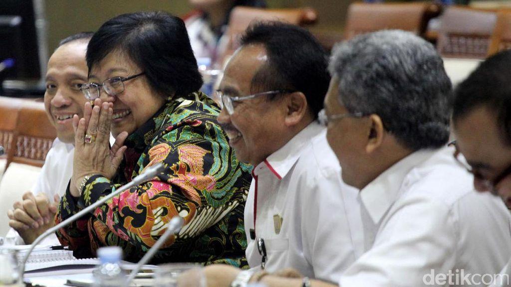 Siti Nurbaya Raker dengan Komisi VII DPR