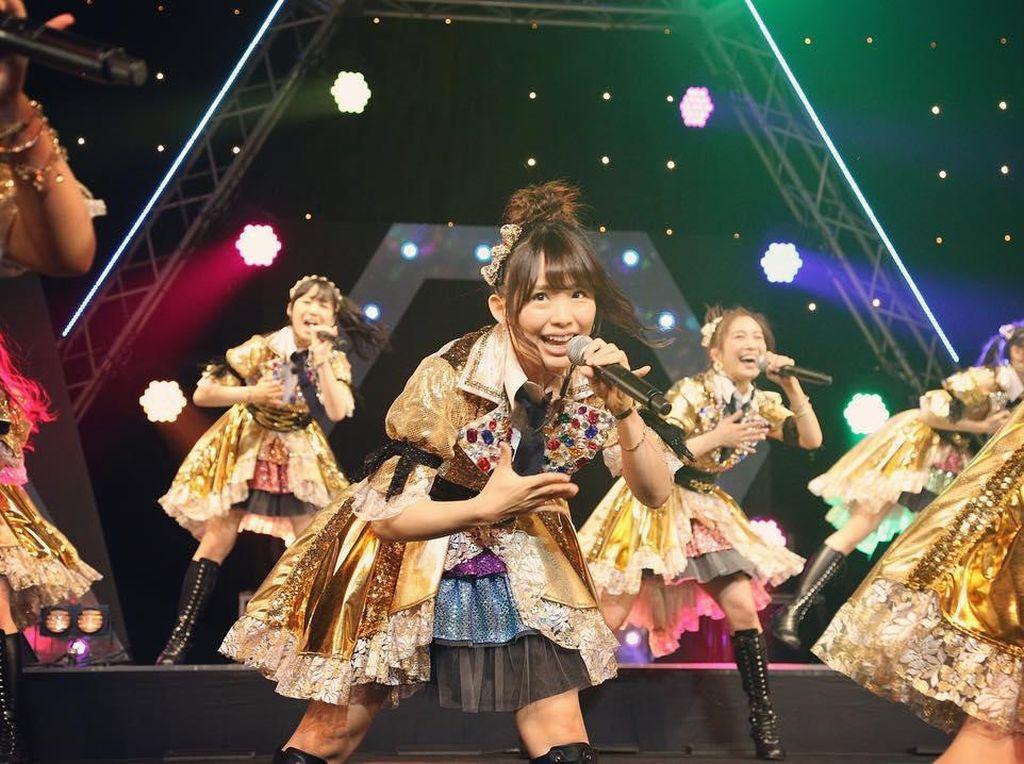 Penyanyi Idol Jepang Ini Minta Fans Pakai Deodoran Sebelum Bertemu Dengannya