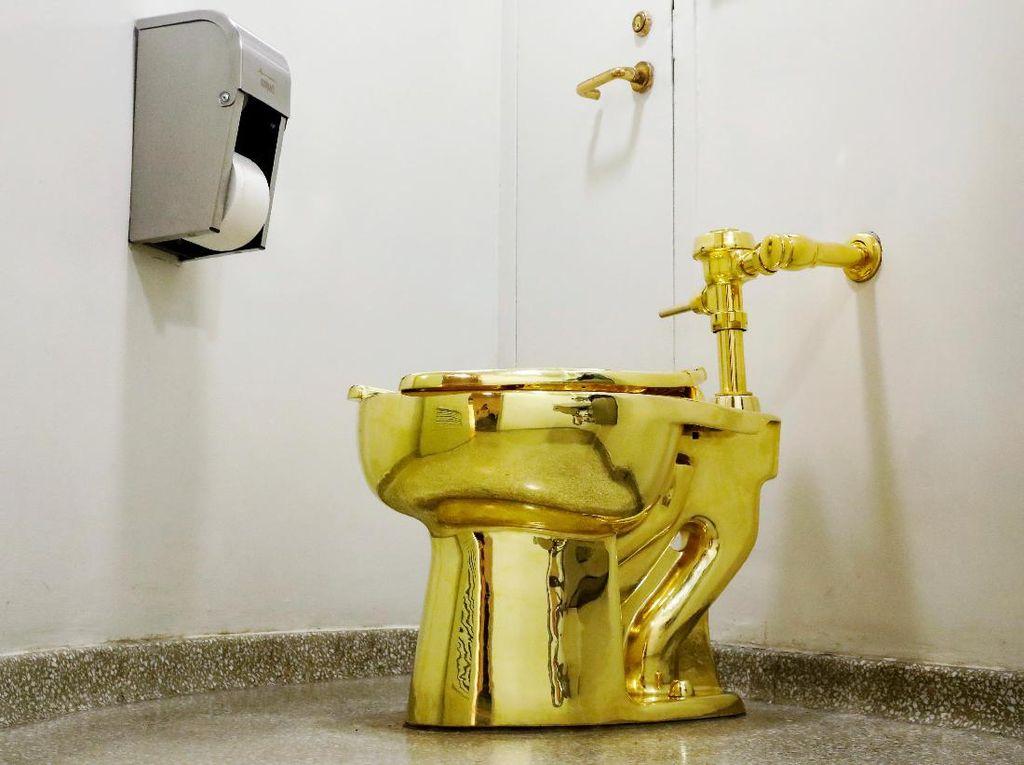 Di New York Ada Toilet Berlapis Emas 18 Karat