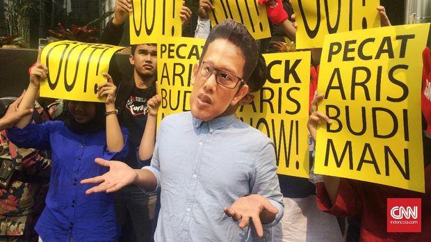 Dirdik KPK Aris Budiman mengaku telah melaporkan email Novel Baswedan ke pimpinan KPK namun tidak direspons.