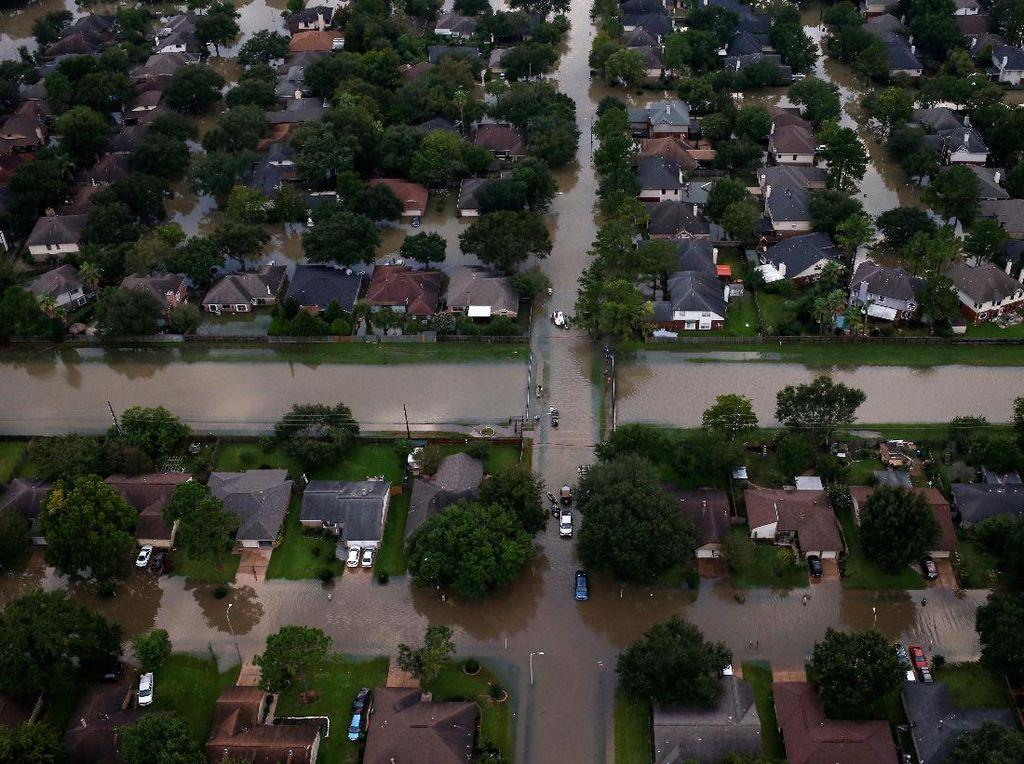 Penampakan Dahsyatnya Banjir di Texas