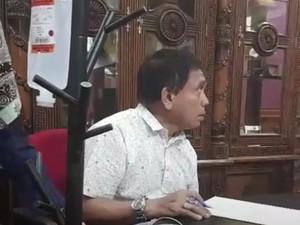 Gubernur Aceh Irwandi Kerja dengan Tangan Terinfus, Lagi Sakit?