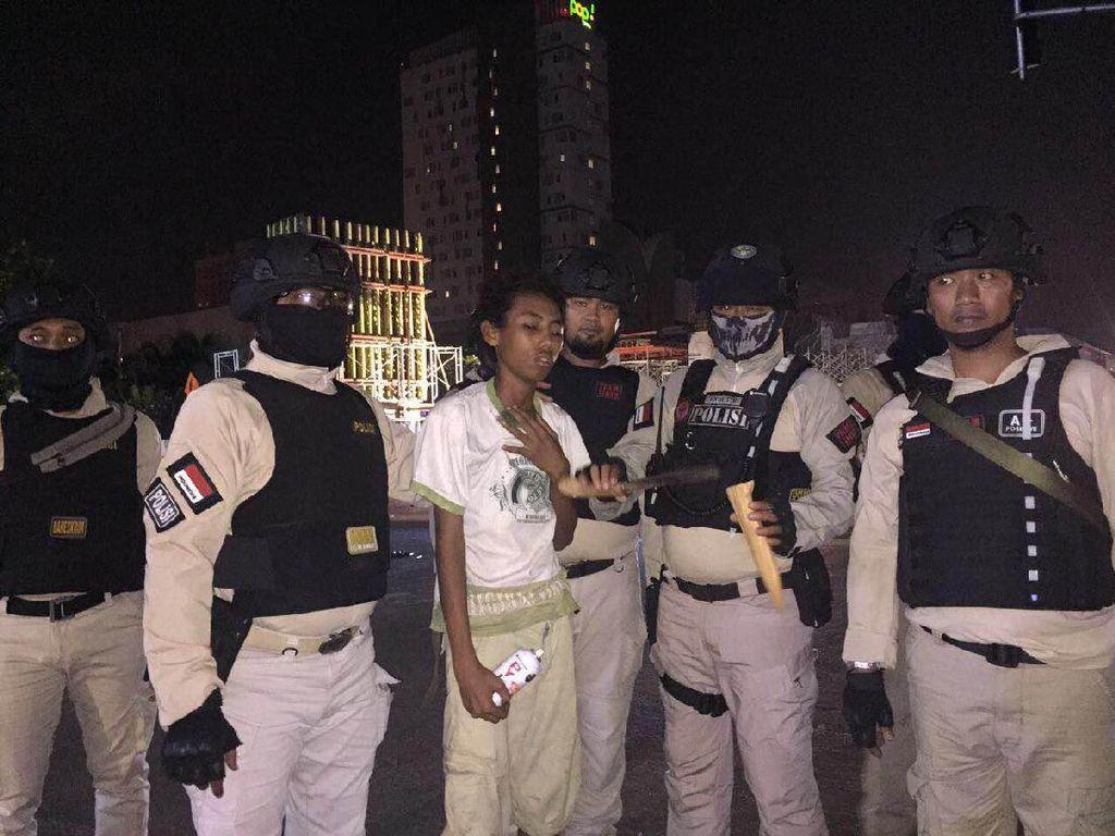 Coreti Tembok, Remaja Bawa Golok Ditangkap di Kelapa Gading