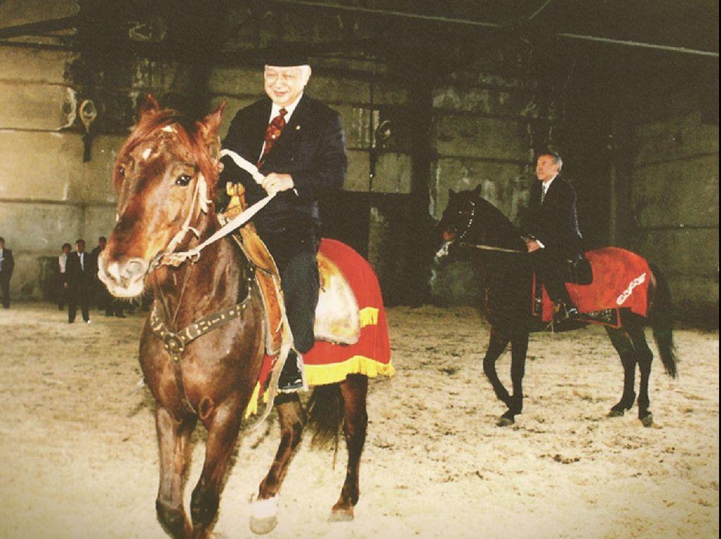Tak Cuma Jokowi, Bung Karno dan Pak Harto Juga Pernah Diberi Kuda