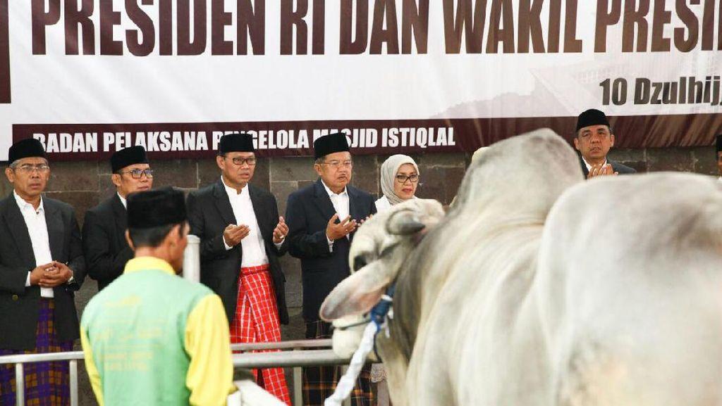 Foto: Wapres JK Serahkan Hewan Kurban di Istiqlal