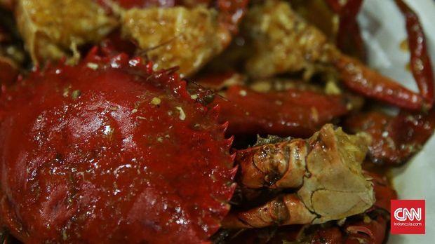 Kepiting saus padang di restoran Abang Kepiting, Pontianak (25/8). Restoran Abang Kepiting dibuka dari jam 5 sore hingga jam 11 malam. (CNN Indonesia/ Hesti Rika)