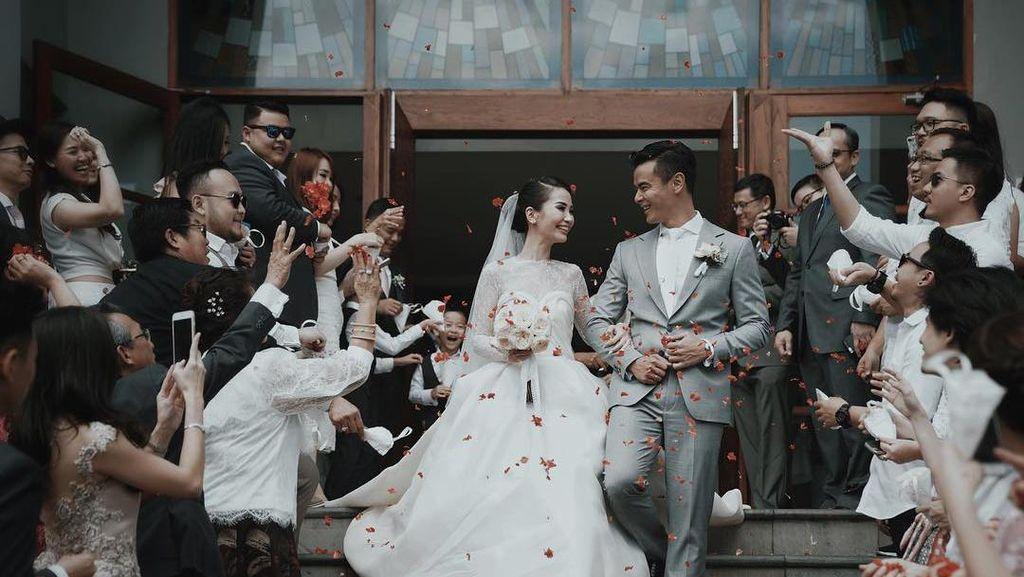 Foto: 7 Inspirasi Pernikahan Romantis Dion Wiyoko dan Fiona