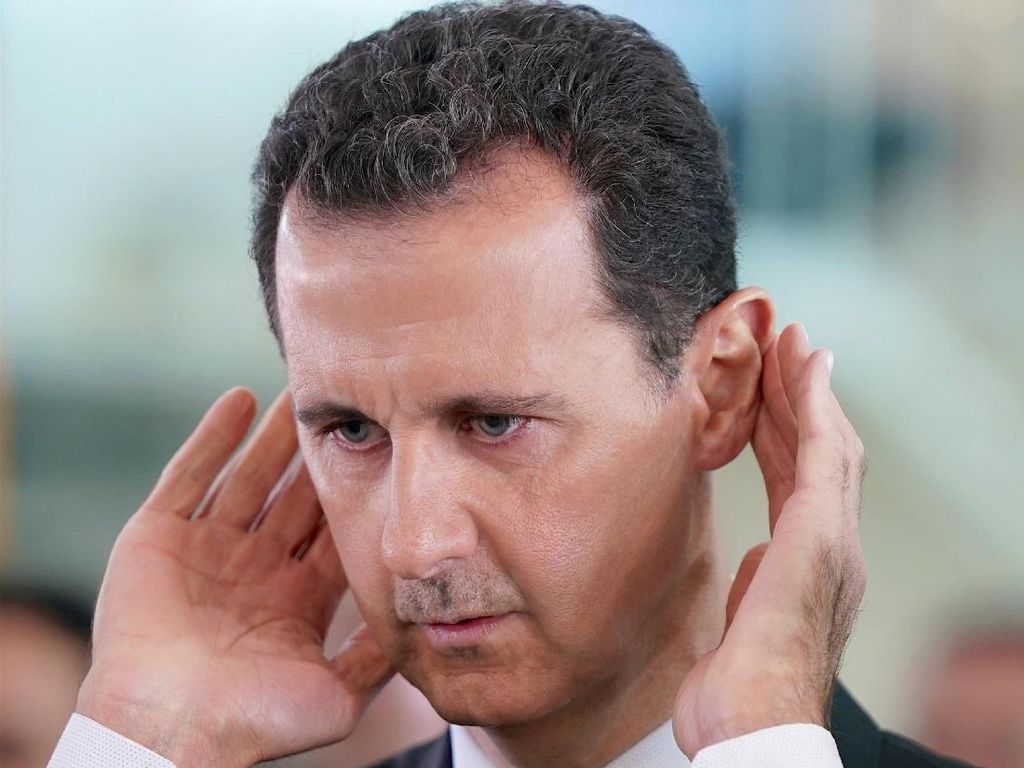 Foto Kemunculan Langka Presiden Suriah Ikut Salat Idul Adha