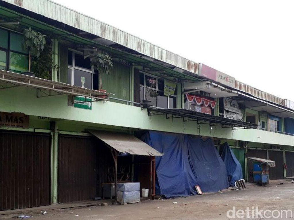 Pasar Induk Cipinang di Hari Pertama Harga Patokan Beras Berlaku