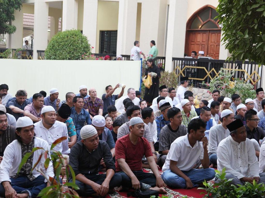 Melihat Khusyuknya Salat Idul Adha WNI di Abu Dhabi