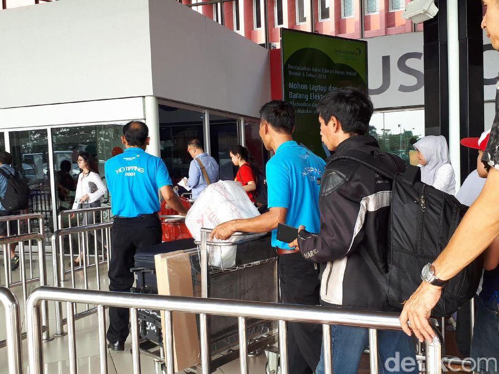 Melihat Penerapan Jasa Porter Gratis di Bandara Soekarno-Hatta