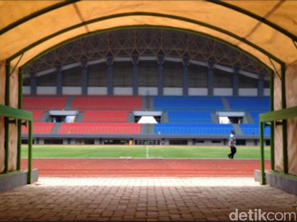 Wasit Buka Suara soal Insiden Diinjak Pemain di Stadion Patriot Bekasi