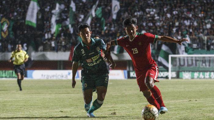 Pemain Timnas U-19 Indonesia Firza Andika (Hendra Nurdiyansyah/Antara Foto)