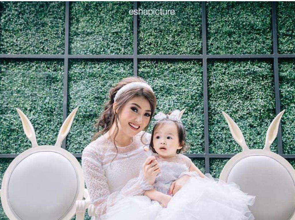 Foto: Kompaknya Bunda Sarwendah dan si Kecil Thalia