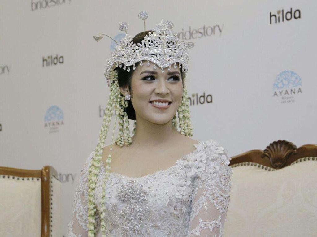 Foto: Adu Gaya Makeup 10 Artis Saat Menikah, Siapa Paling Manglingi?