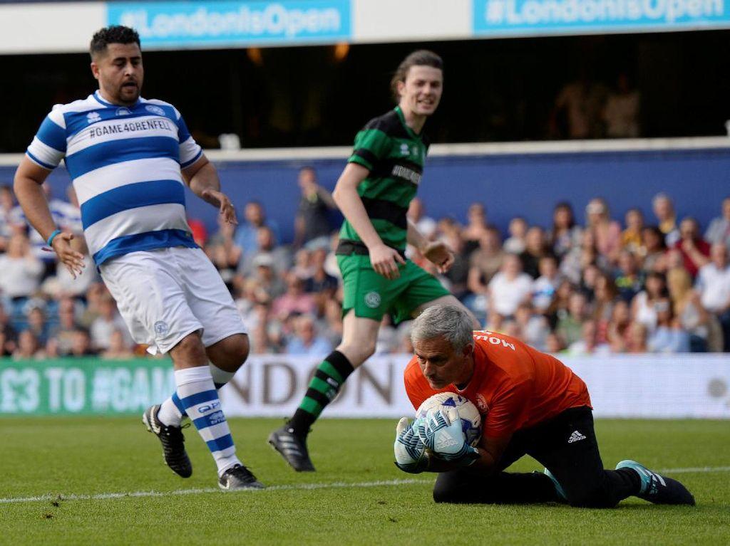 Melihat Aksi Kiper Jose Mourinho di Laga Amal
