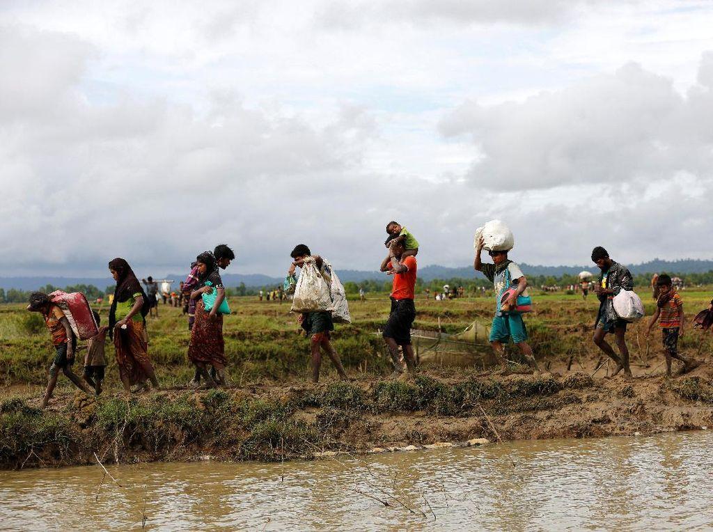 Warga Rohingya Mengungsi, 2.600 Rumah Dibakar di Rakhine